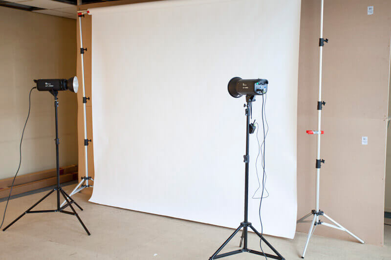 Two flashes near a white background in the studio