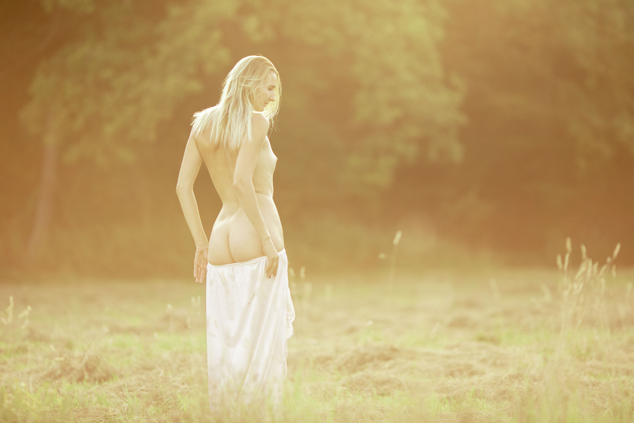 Sofie nude out in the fields